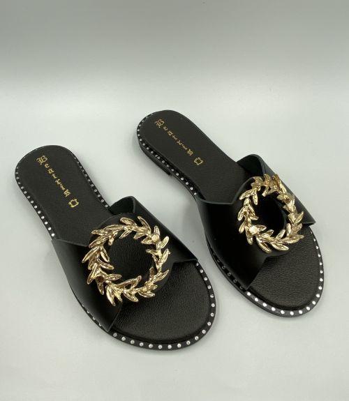 Δερμάτινα σανδάλια με διακοσμητικό  - Μαύρο